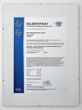 Ein EG-Zertifikat an der Wand | Merz Medizintechnik GmbH